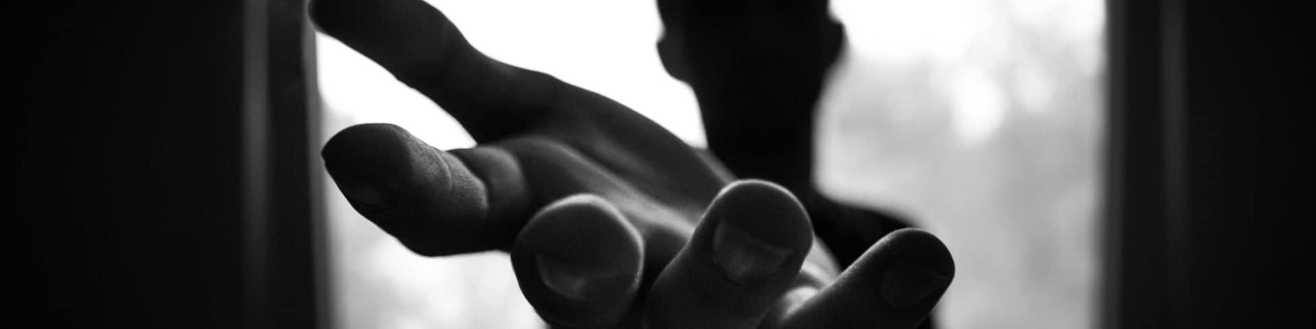 Verdeckte Narzissten benutzen diese 3 hinterhältigen Techniken, um dich zu entmutigen und zu erniedrigen