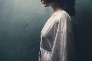 12 Zeichen, dass du durch eine schmerzhafte Trennung emotional traumatisiert bist