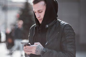 10 Textnachrichten, die jeder Kerl hasst, wenn er sie von seiner Freundin erhält