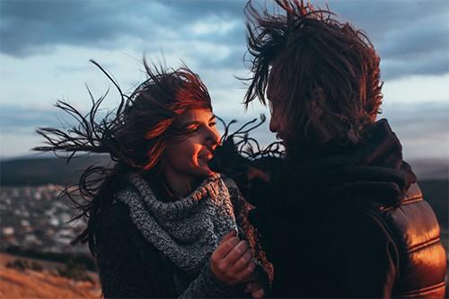 Dating mit einem mädchen, das aufmerksamkeit von anderen männern verlangt