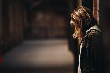 GASLIGHTING - Die schrecklichen Gründe, warum Frauen in toxischen Beziehungen bleiben
