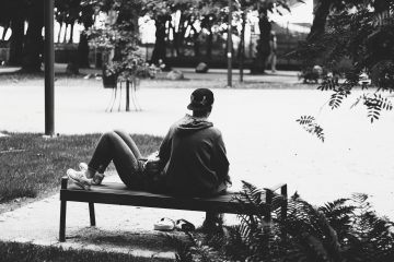 8 Wege, wie sich die meisten Männer verhalten, wenn sie das Interesse an einer Beziehung verlieren