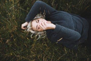 Was es bedeutet, sich in ein Mädchen zu verlieben, das vollkommen gebrochen ist