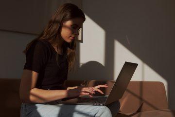 5 Warnsignale, auf die du auf den sozialen Medien deines Partners achten solltest