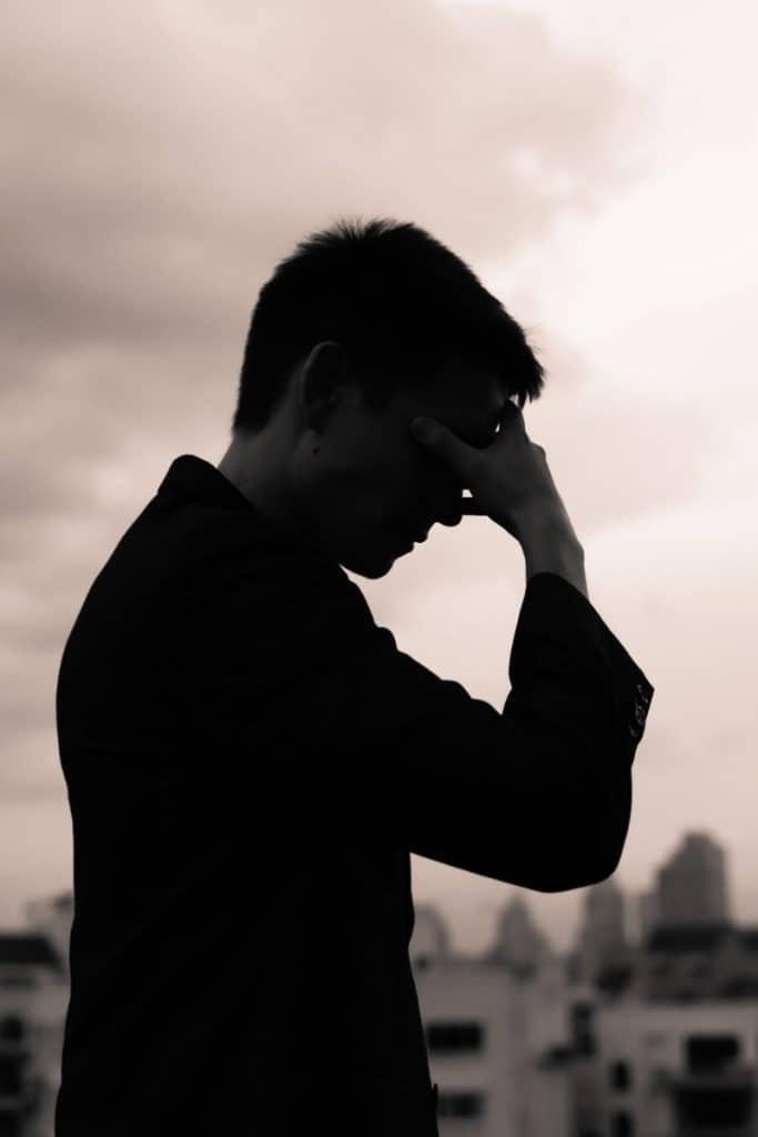 Wie gehen Narzissten mit Trennung um: 8 Dinge mit denen zu