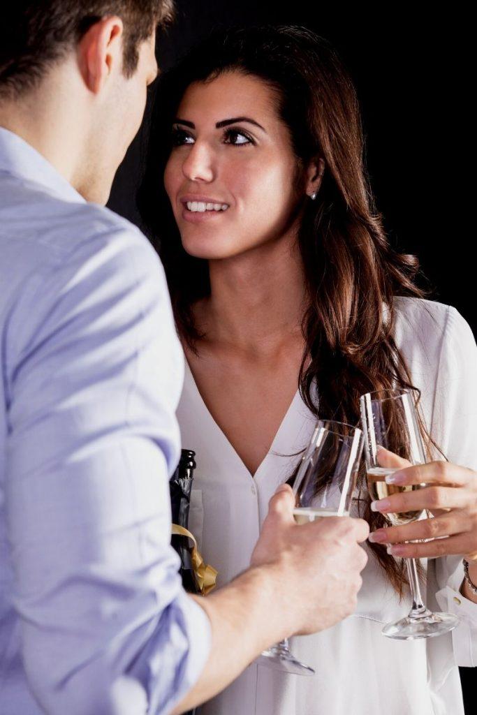 Mann flirt beruhrung