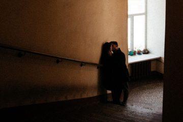 5 Arten, auf die Narzissten ihre Opfer davon abhalten, zu gehen