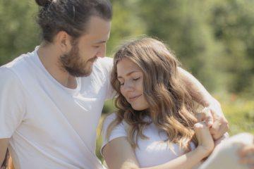 10 mögliche Bedeutungen, wenn ein Mann sich dir öffnet
